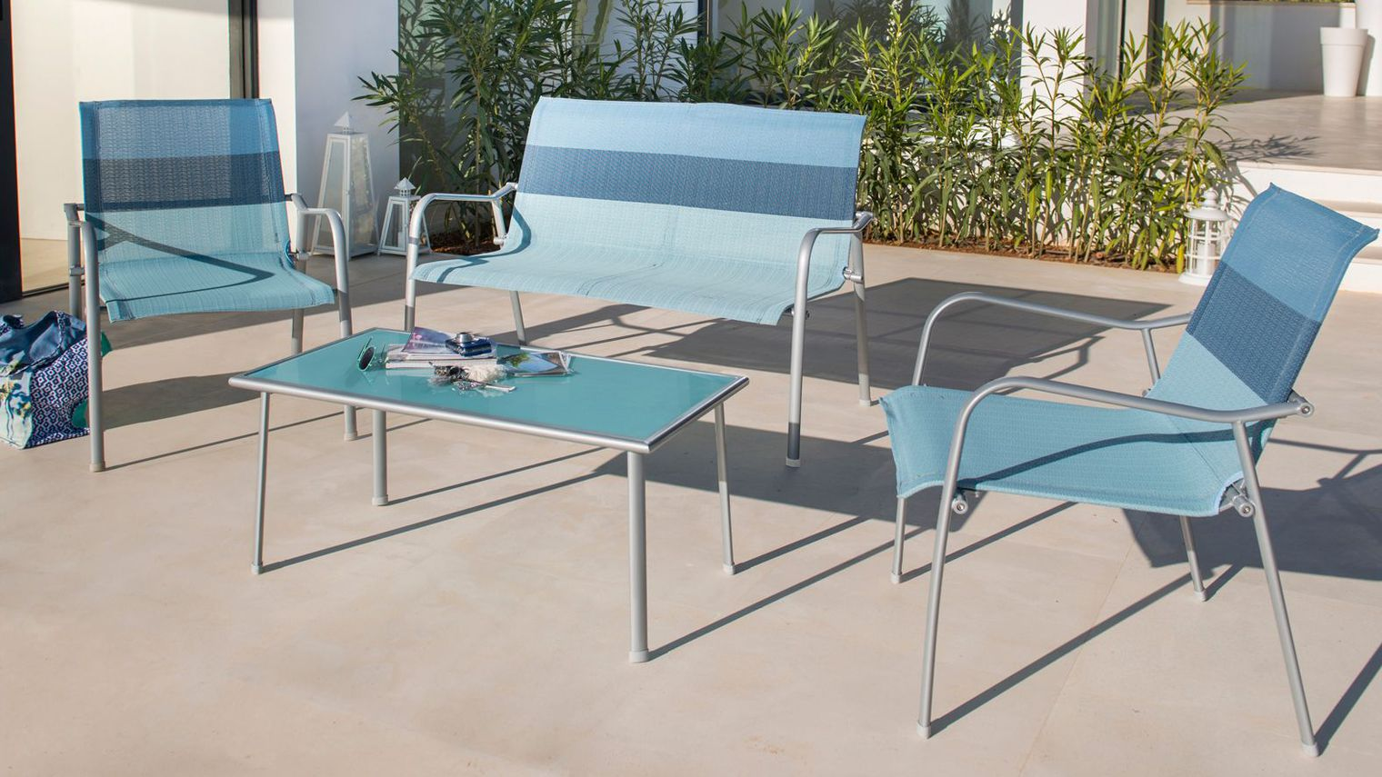 Table salon de jardin en solde royal sofa id e de - Salon de jardin d angle pas cher ...