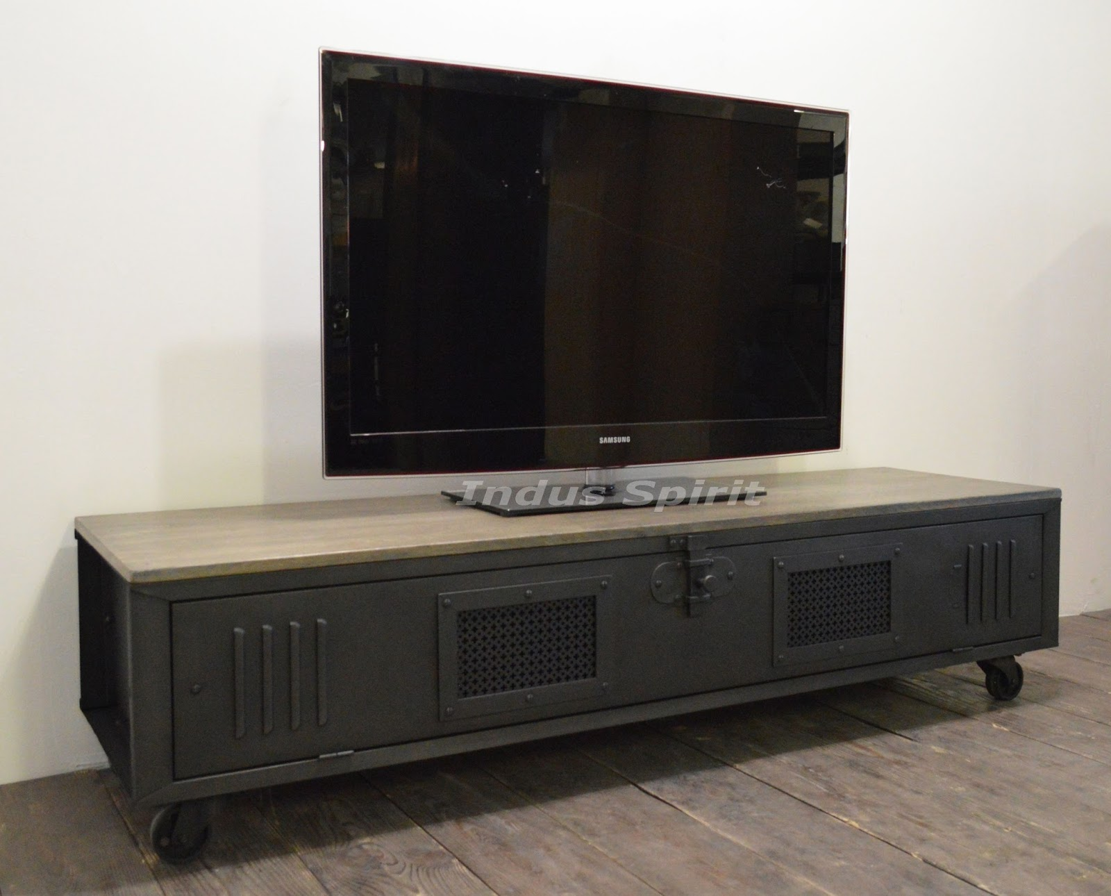 meuble tv loft royal sofa id e de canap et meuble maison. Black Bedroom Furniture Sets. Home Design Ideas