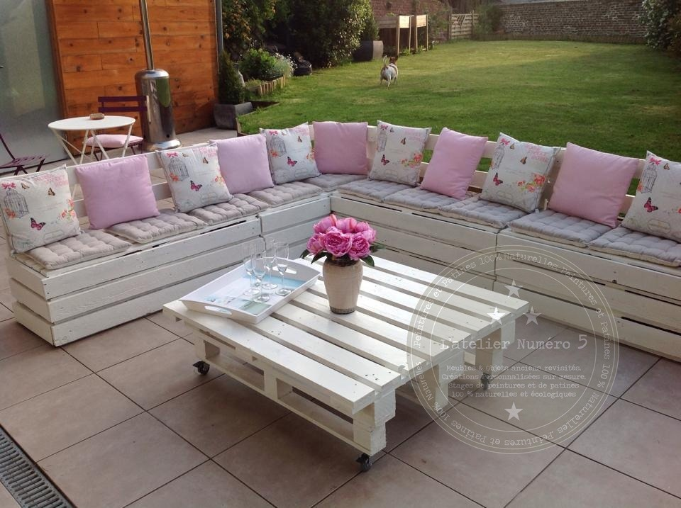 Mode d 39 emploi salon de jardin en palette royal sofa for Meuble patio en palette